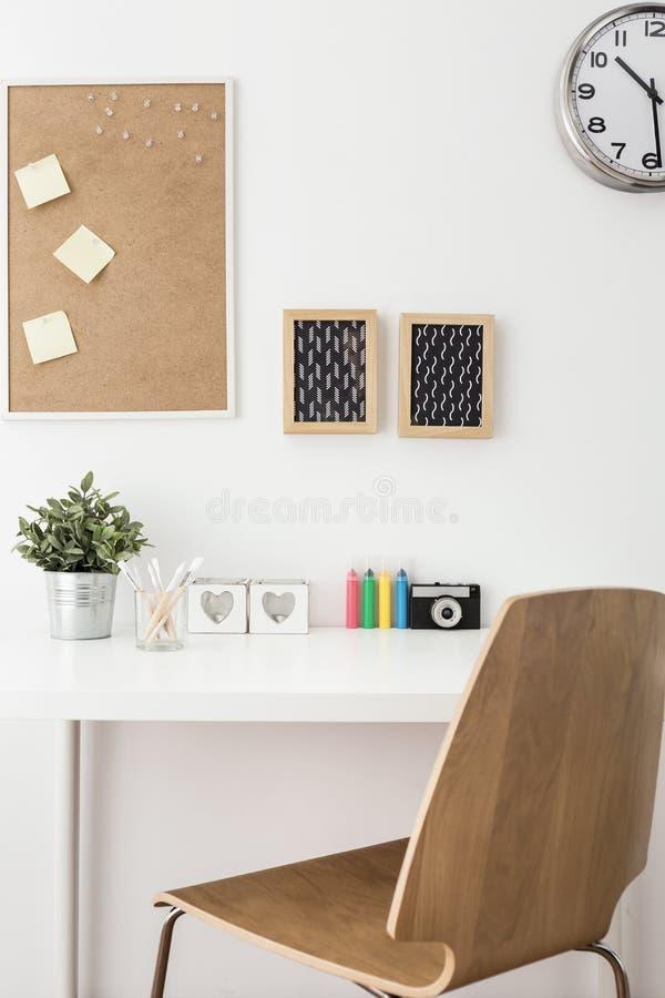 Modern idérik workspace arkivbilder