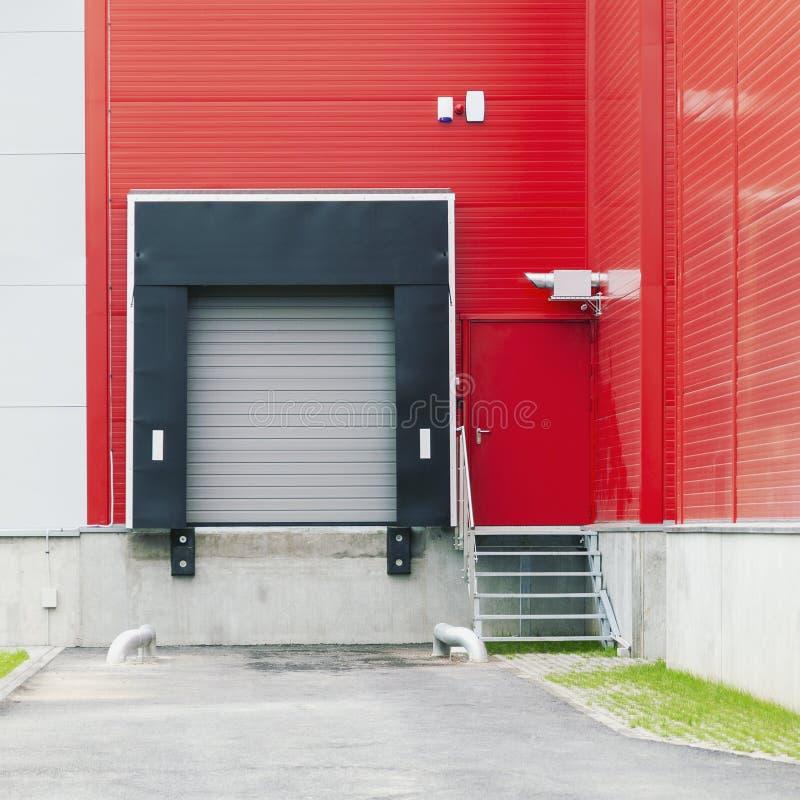 Free Modern Industrial Warehouse Loading Ramp Stock Photo - 162487040
