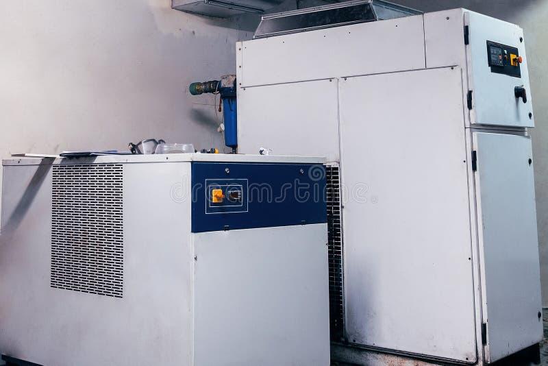 modern, industriell, Handels, Luftkompressor, Installation, Technik, modern lizenzfreie stockfotografie