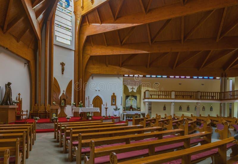 Download Modern Inre Av Katolska Kyrkan För Helig Ande Av Den Heviz Staden Redaktionell Bild - Bild av ställe, detaljer: 78729726