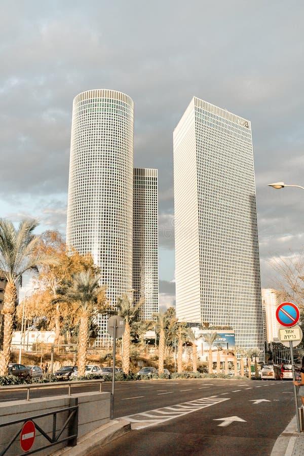 Modern Israel affärsmitt i Tel Aviv Stads- shoppinggalleria- och tornazrieli royaltyfri bild
