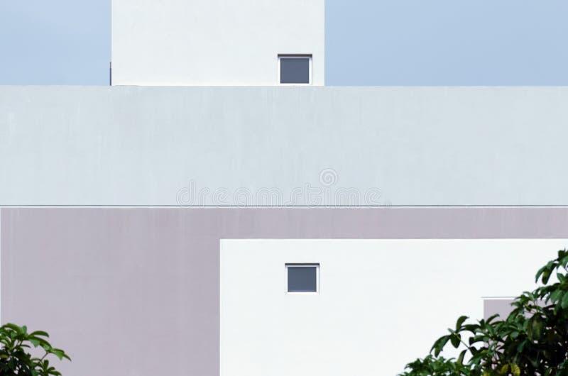 Modern kall för byggnadsfasad för pastellfärgad färg detalj royaltyfria bilder