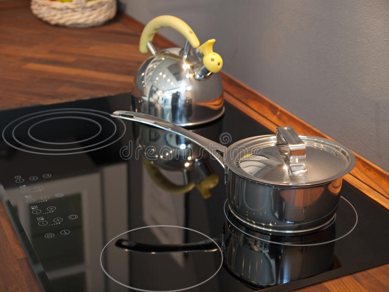 Modern keuken ceramisch fornuis stock afbeelding
