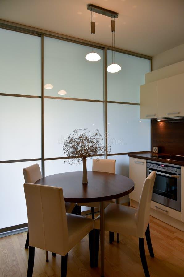 Modern keuken het dineren gebied stock foto's