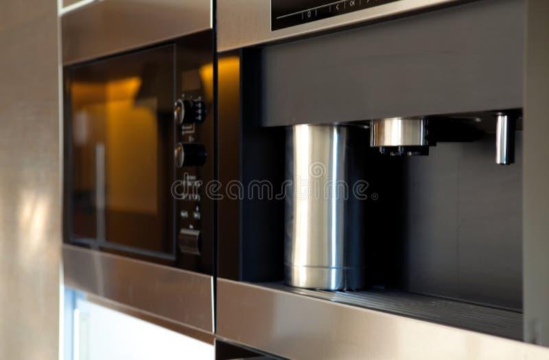 Modern keukenbinnenland stock foto's