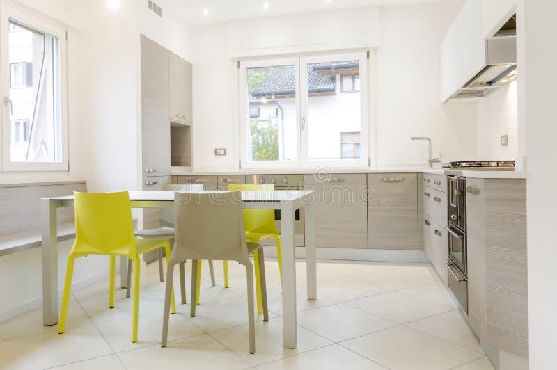 Modern keukenbinnenland stock fotografie