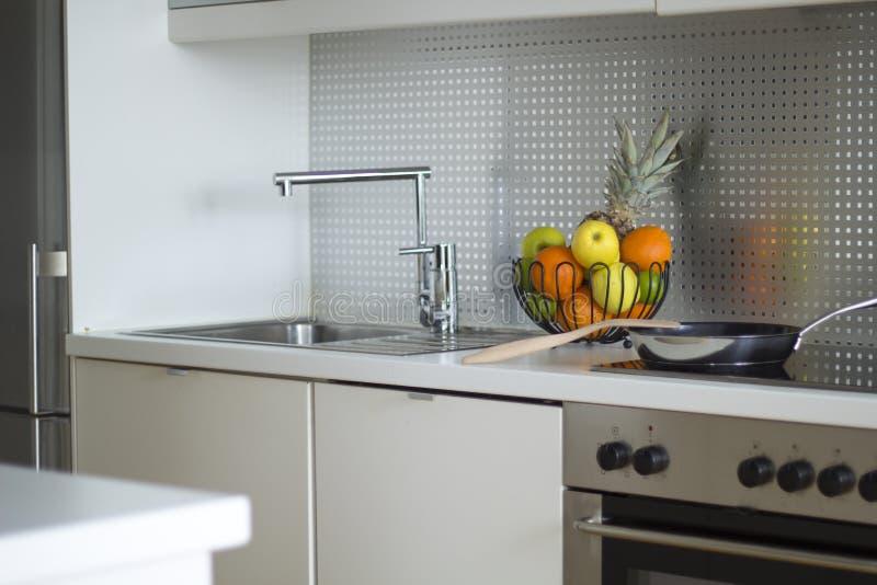 Modern keukenbinnenland royalty-vrije stock fotografie
