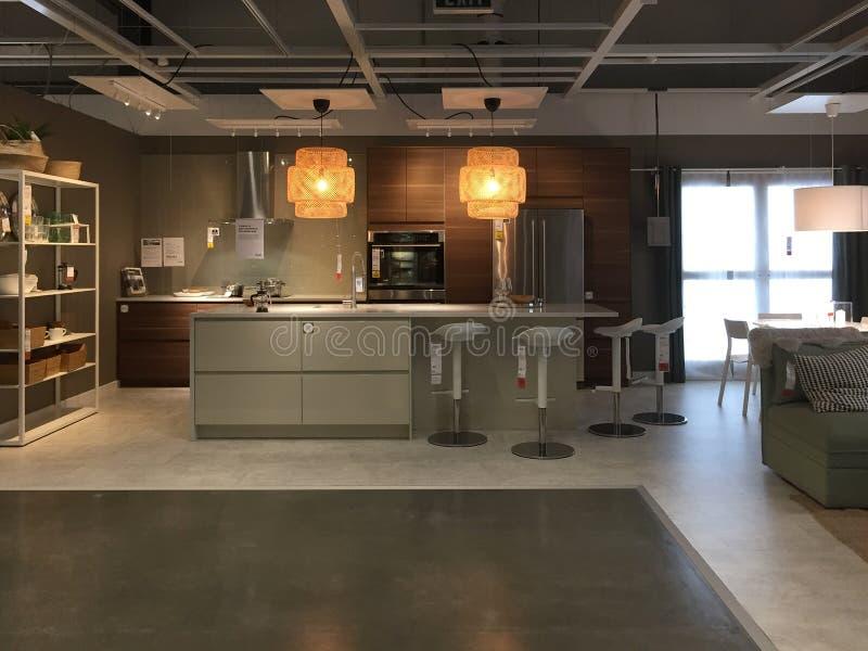 Modern keukenontwerp bij het leveren van opslag IKEA stock fotografie