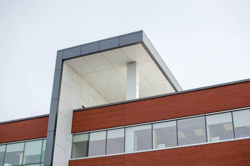 Modern klinikbyggnad arkivfoton