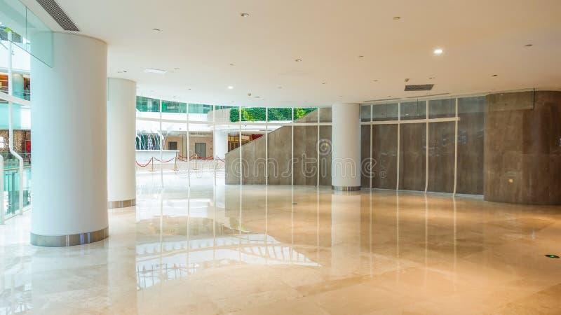 Modern kommersiell byggande korridor f?r hotell f?r lobbykontorskorridor royaltyfria bilder