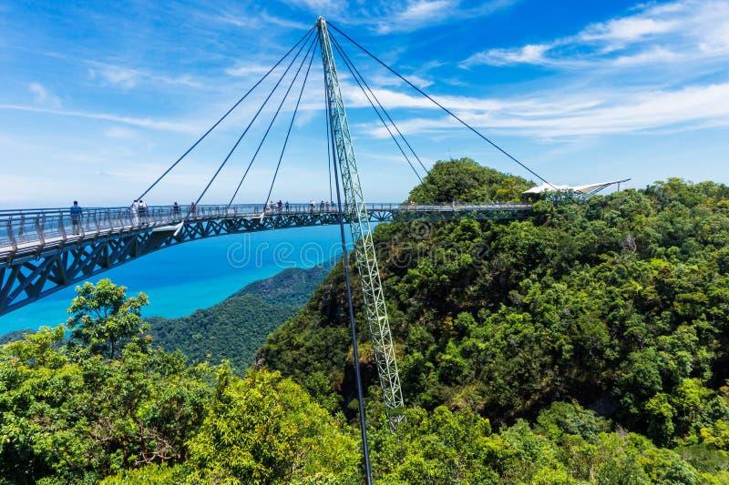 Modern konstruktion - himmelbro på den Langkawi ön Affärsföretagferie Turist- dragning av Malaysia royaltyfri foto