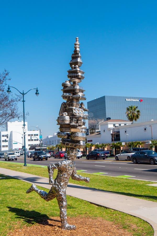 Modern konstskulptur p? Beverly Gardens Park i Beverly Hills - Kalifornien, USA - mars 18, 2019 royaltyfri fotografi