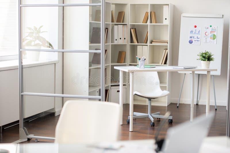modern kontorsarbetsplats arkivbilder