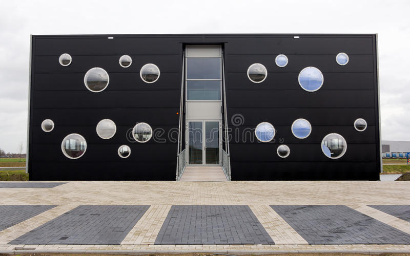 Download Modern kontorsbyggnad redaktionell arkivfoto. Bild av modernt - 37346133