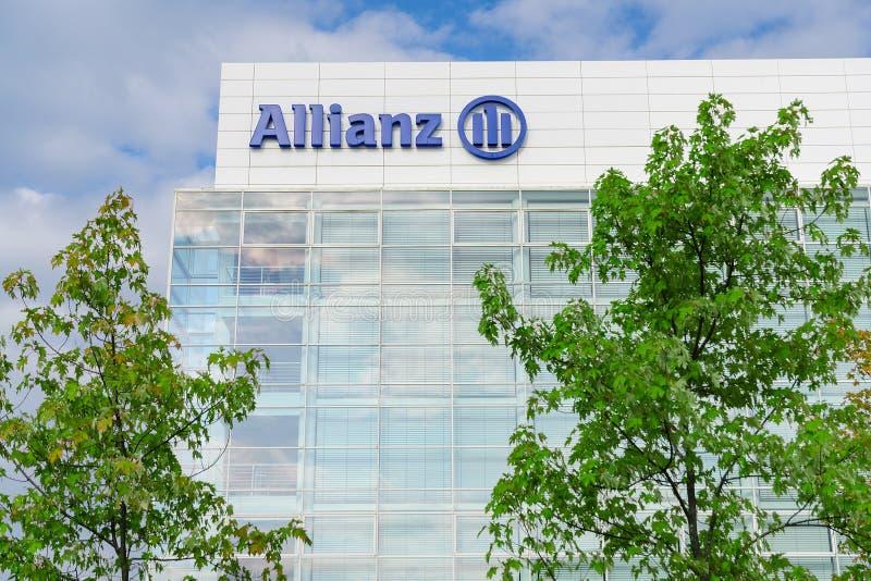 Modern kontorsbyggnad av Allianz SE-försäkringsbolag arkivbilder