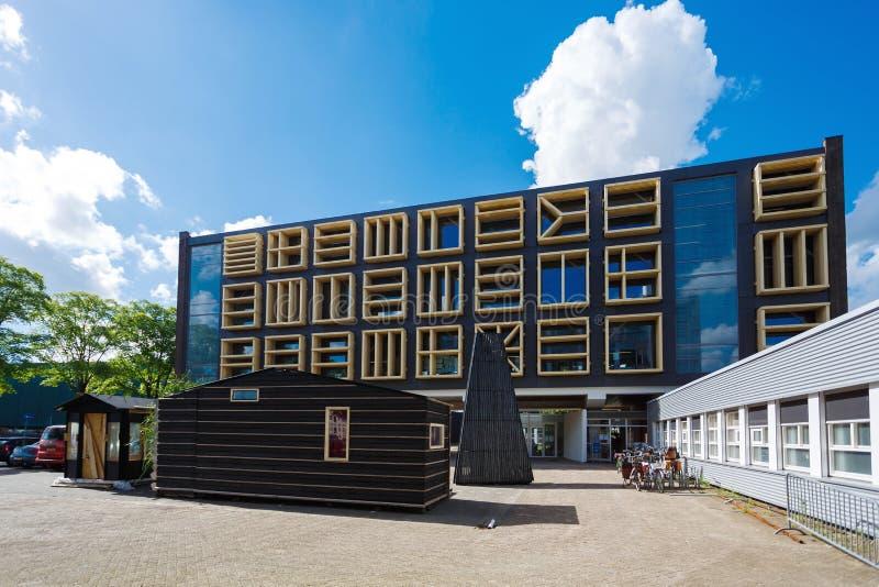 Modern kontorsbyggnad av Amsterdam arkivbild