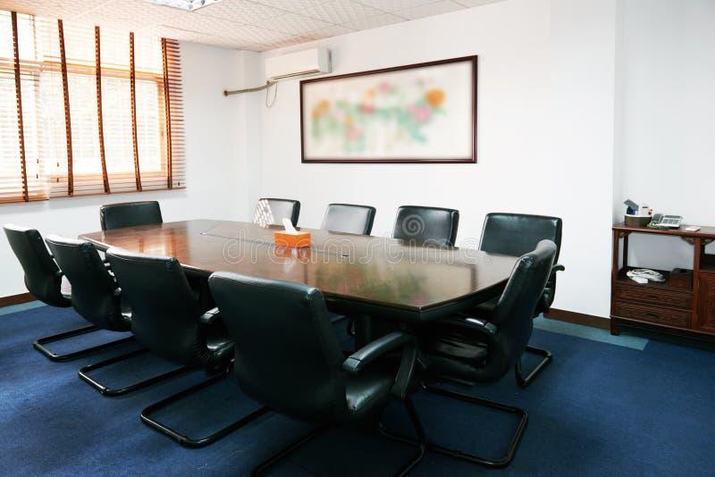Modern kontorsmötesrum royaltyfri bild