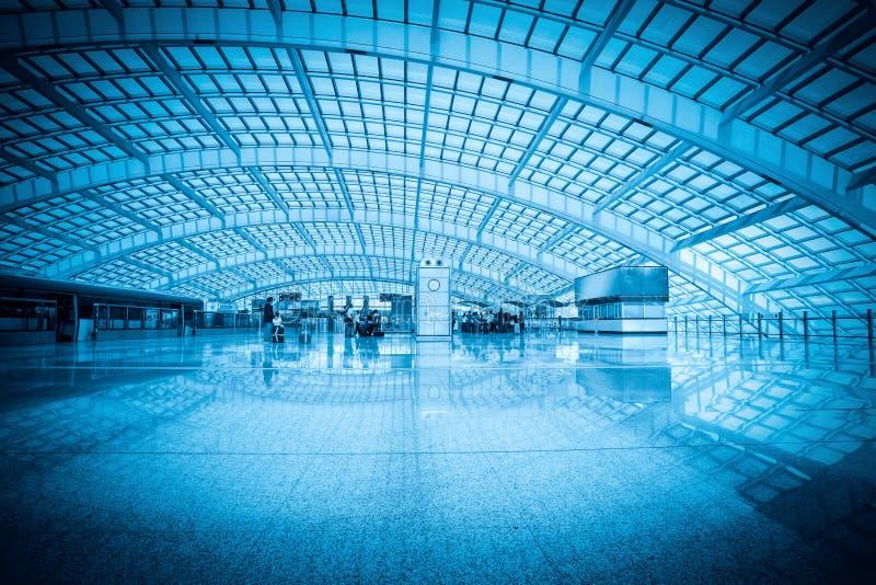 Modern korridor i beijing huvudstadinternationell flygplats royaltyfria bilder