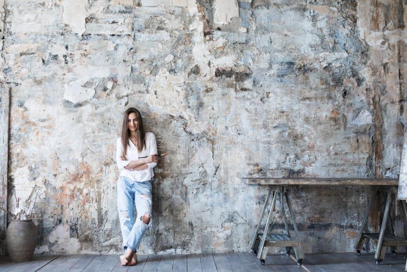 Modern kvinna för kreativitetstående royaltyfria bilder