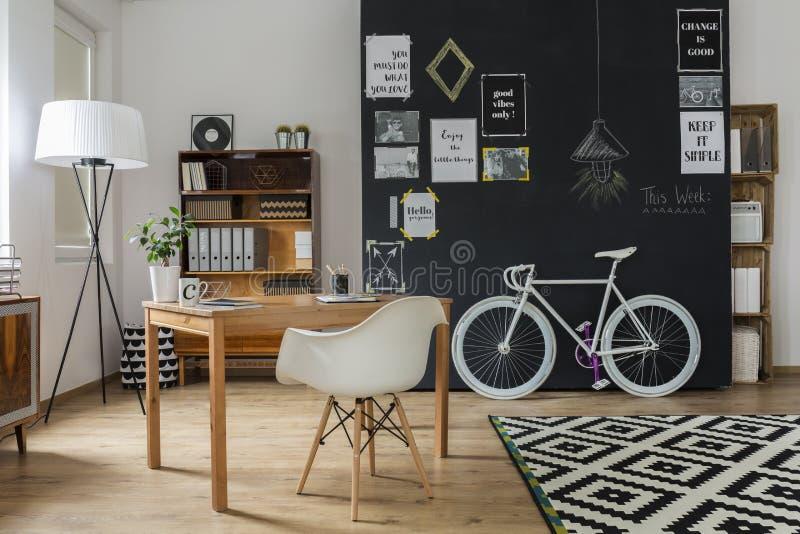 Modern lägenhet med hipsterdesign arkivfoto
