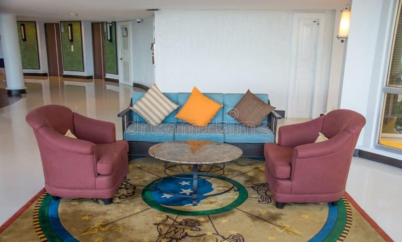 Modern lobby för hotell för fem stjärnor royaltyfri foto