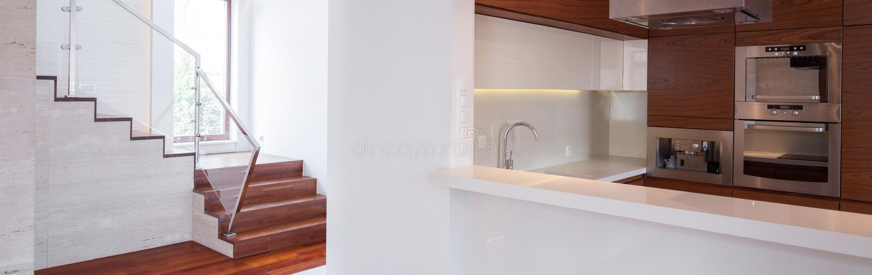 Modern luxe losgemaakt huis royalty-vrije stock foto