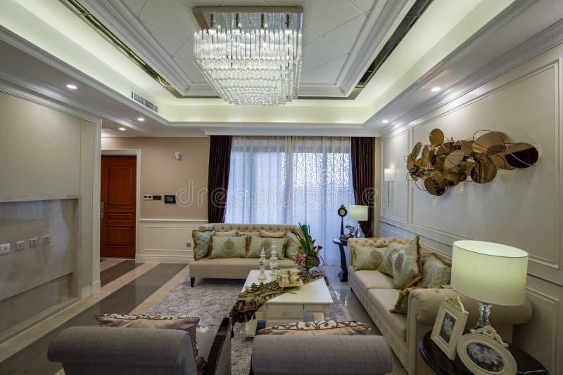Modern lyxig garnering för villa för vardagsrum för mottagningsrum för inrehemdesign fotografering för bildbyråer