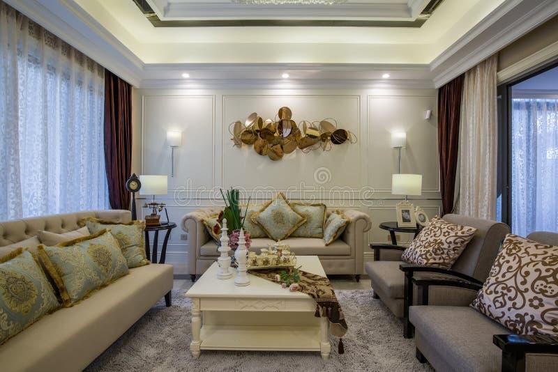 Modern lyxig villa för vardagsrum för mottagningsrum för inrehemdesign royaltyfri fotografi