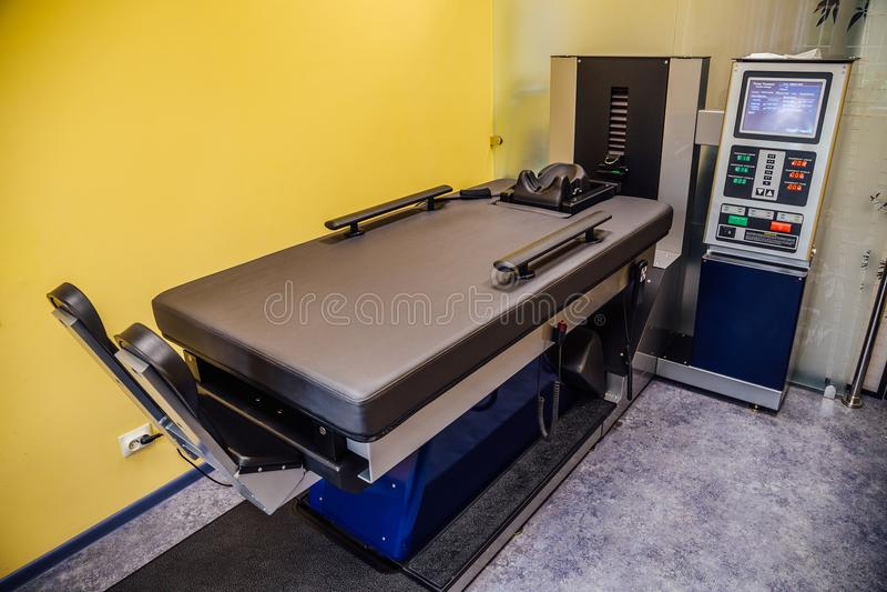 Modern materiaal voor niet chirurgische behandeling van cervicale en borststekel in medisch centrum royalty-vrije stock foto