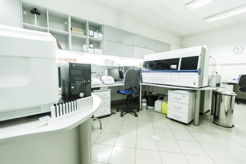 Modern medisch laboratorium stock afbeelding