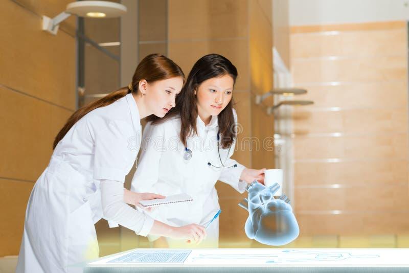 Download Modern medisch onderzoek stock foto. Afbeelding bestaande uit examen - 29505218