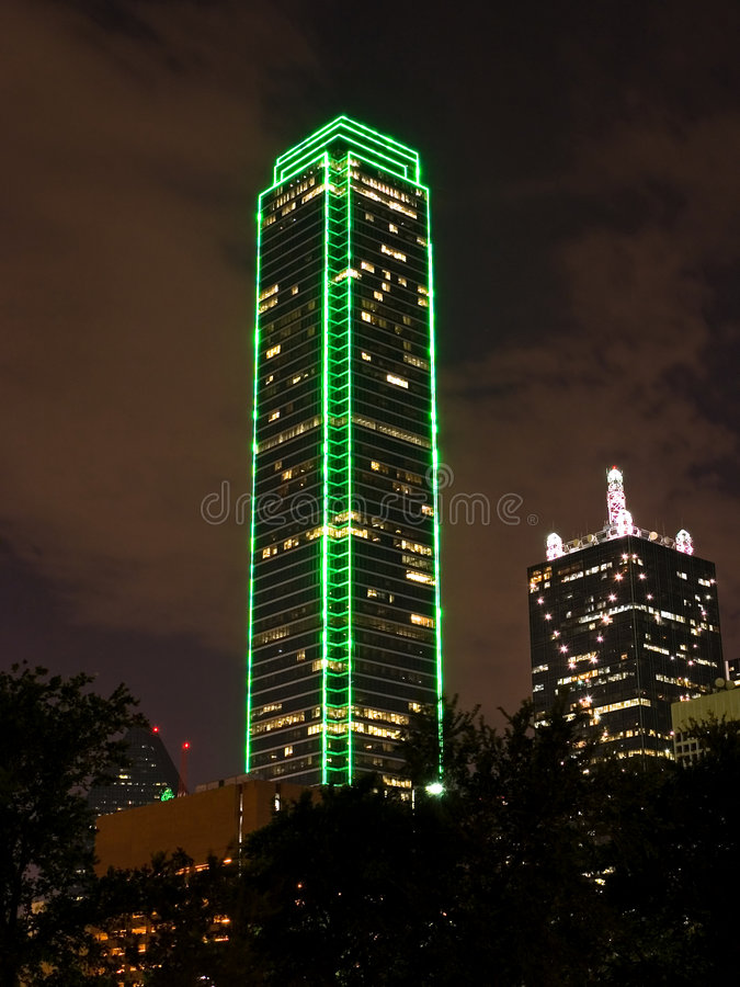 Free Modern Office Building At Night Royalty Free Stock Photography - 799467