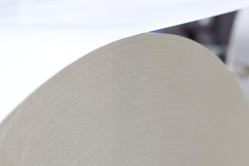 modern pappers- bitande maskin royaltyfri bild