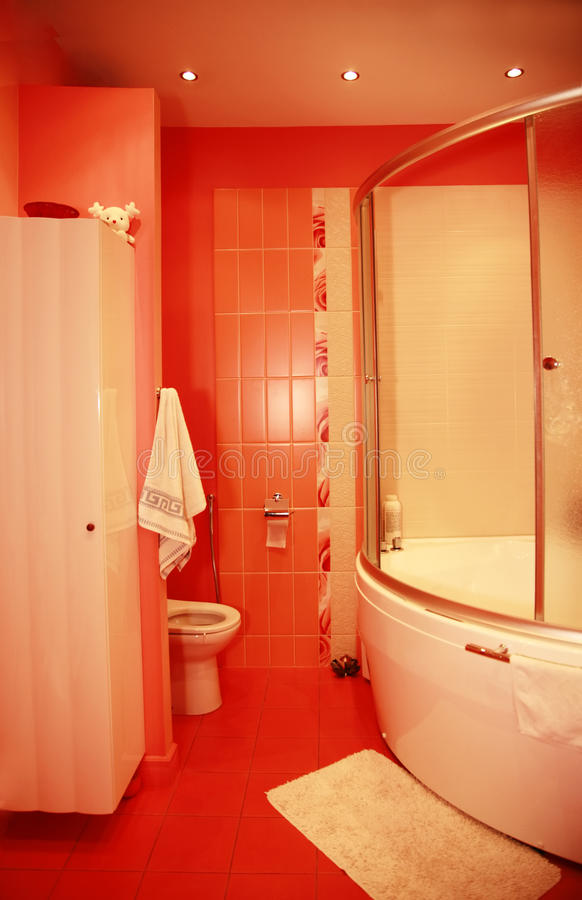 Free Modern Red Bathroom Royalty Free Stock Images - 10557799