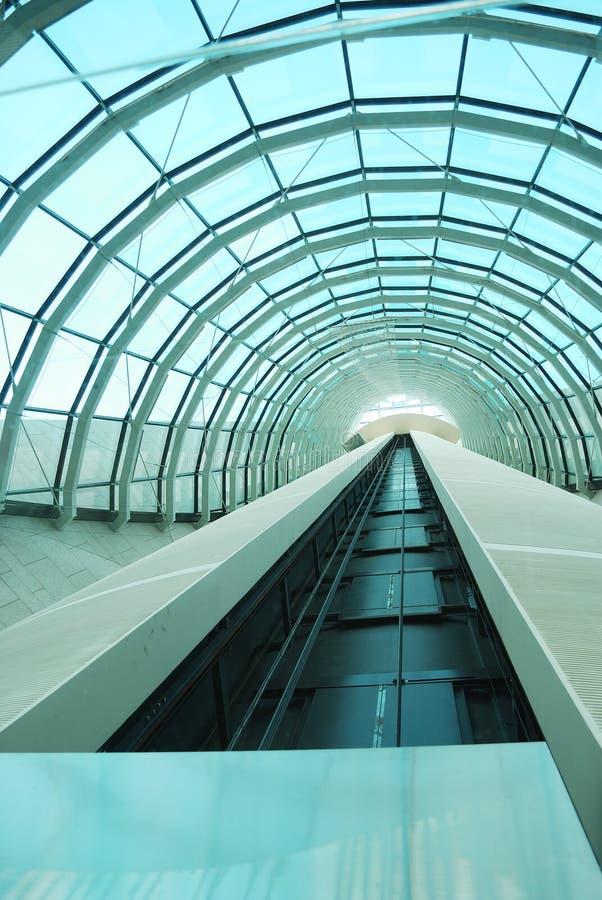 modern s tunnel för hiss arkivbild