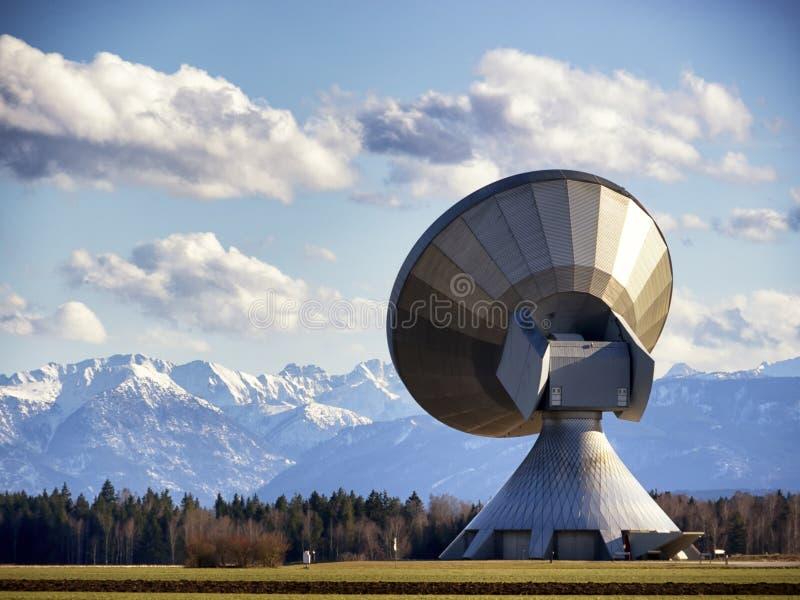 Modern satellit- maträtt fotografering för bildbyråer