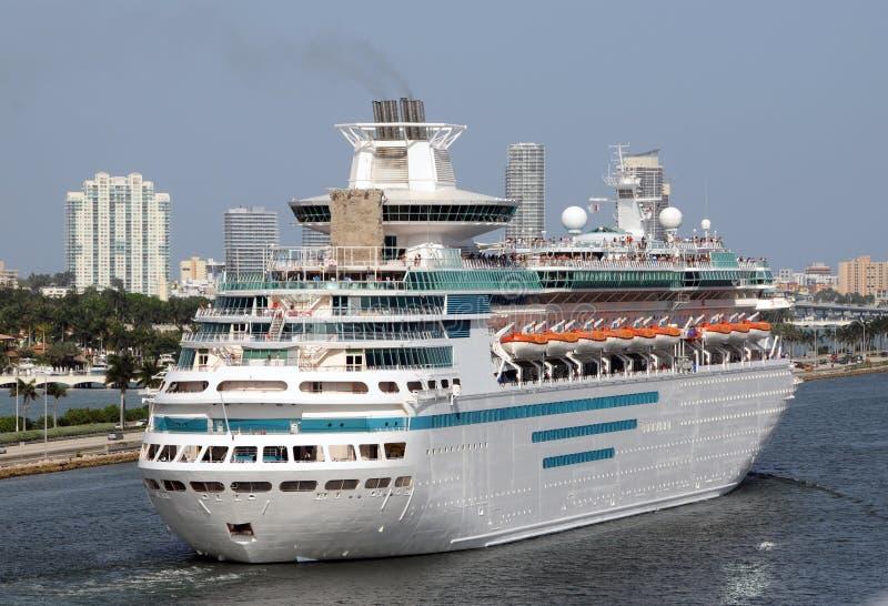 modern ship för kryssning fotografering för bildbyråer