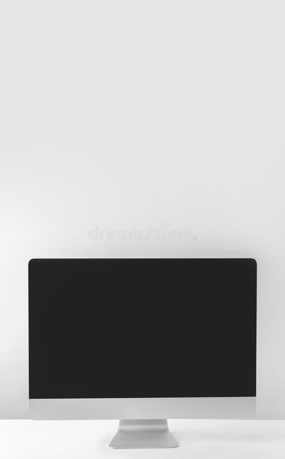 Modern skärm för skrivbords- dator royaltyfria foton
