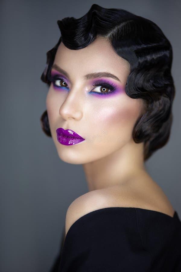 Modern skönhetstående av en flicka 30 x royaltyfri bild