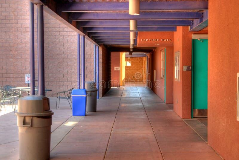 modern skola för universitetsområde arkivbild