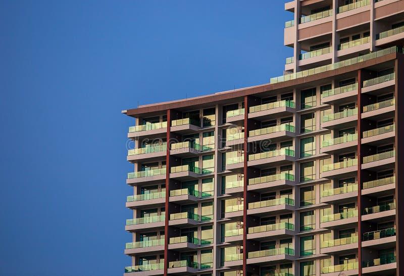modern sky för blå byggnad arkivbild