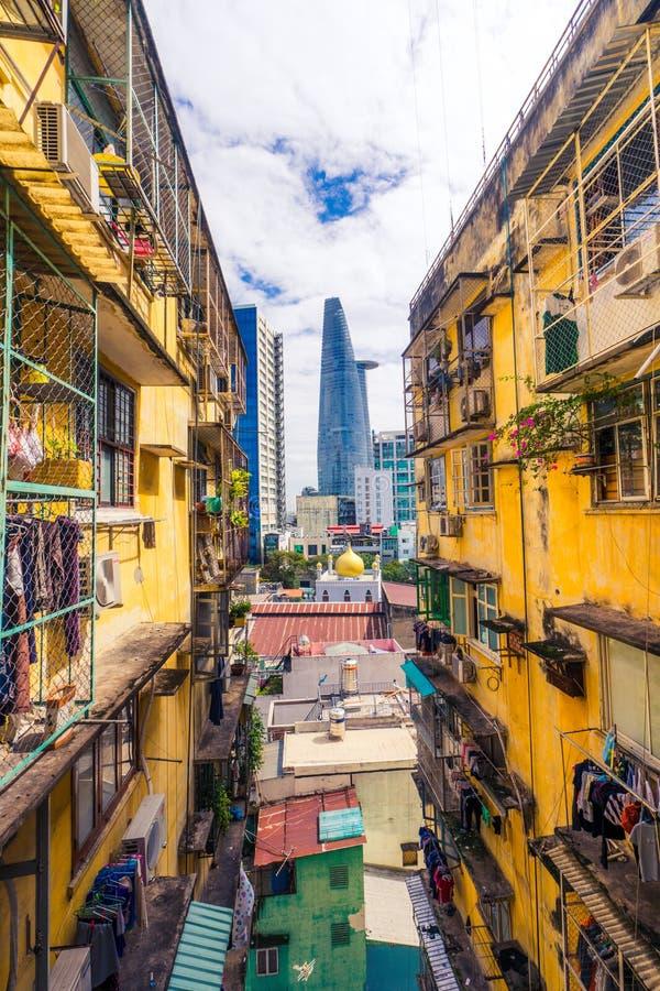 Modern skyskrapa för Saigon, Ho Chi Minh stad och gammal hyreshus, Asia Pacific, Vietnam arkivfoto