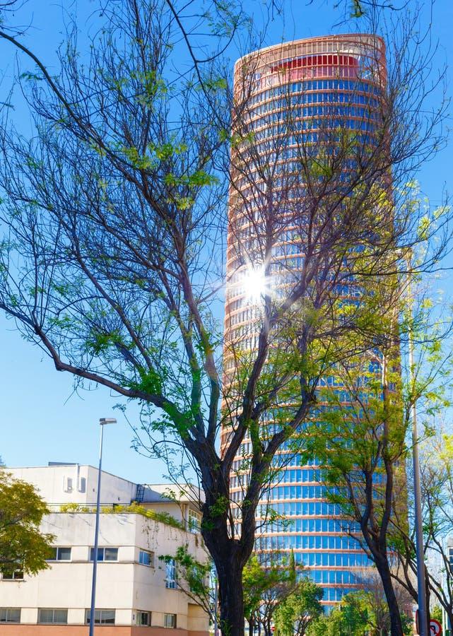 Modern skyskrapa i ett affärsområde arkivfoto