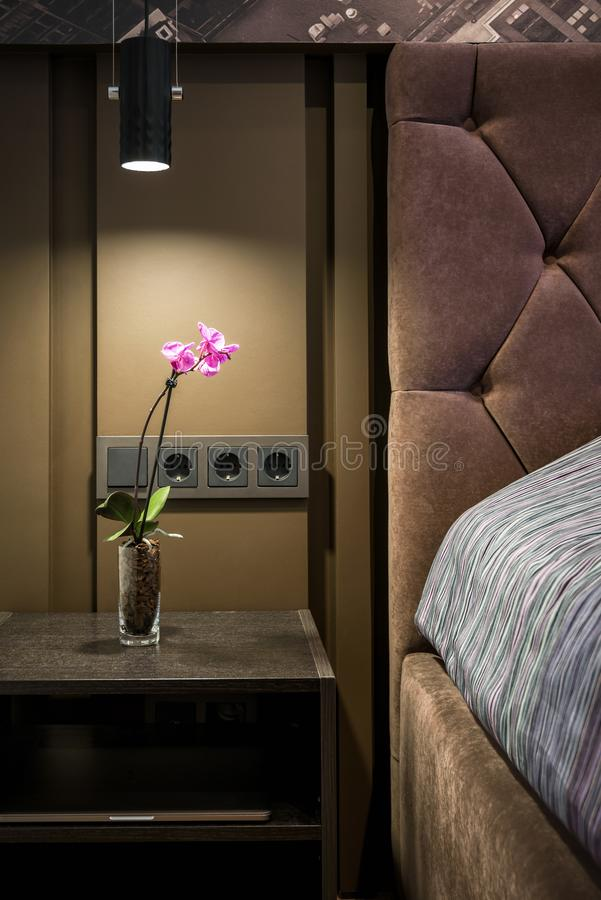 Modern slaapkamerbinnenland van hotel of huis royalty-vrije stock afbeelding