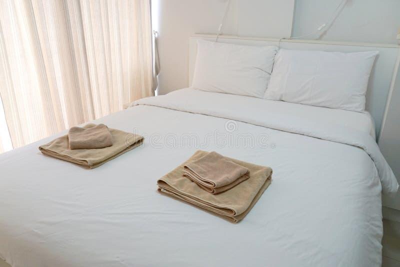 Modern slaapkamerbinnenland van luxehuis stock foto