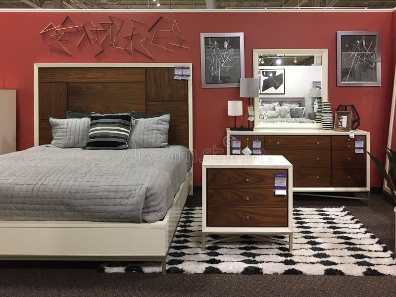 Modern slaapkamermeubilair voor verkoop bij opslag TX royalty-vrije stock afbeelding