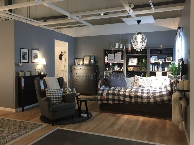 Modern slaapkamerontwerp bij opslag IKEA stock afbeeldingen