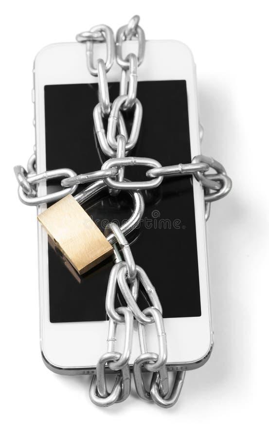 Modern smartphone med hänglåset för kombinationslås fotografering för bildbyråer
