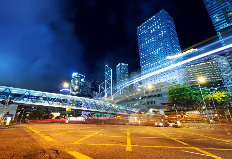 Modern stad på natten fotografering för bildbyråer