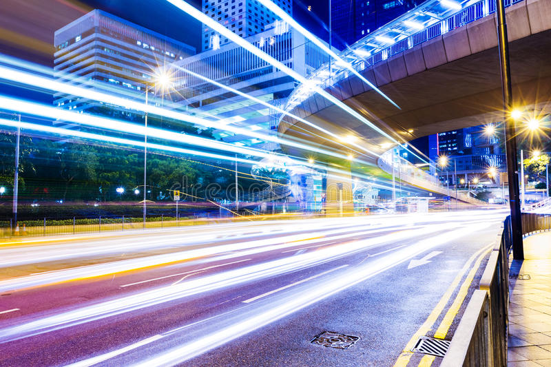 Modern stad på natten arkivfoton